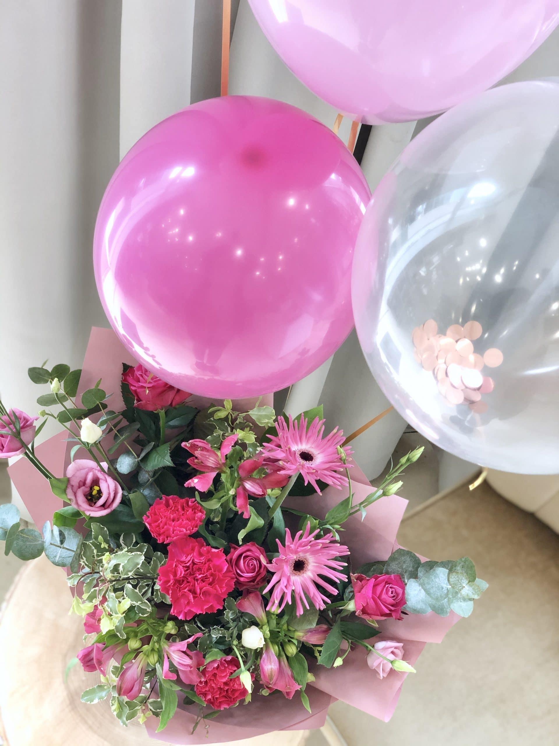 Zestaw urodzinowy – bukiet fuksjowy, kartka, balony, świeca