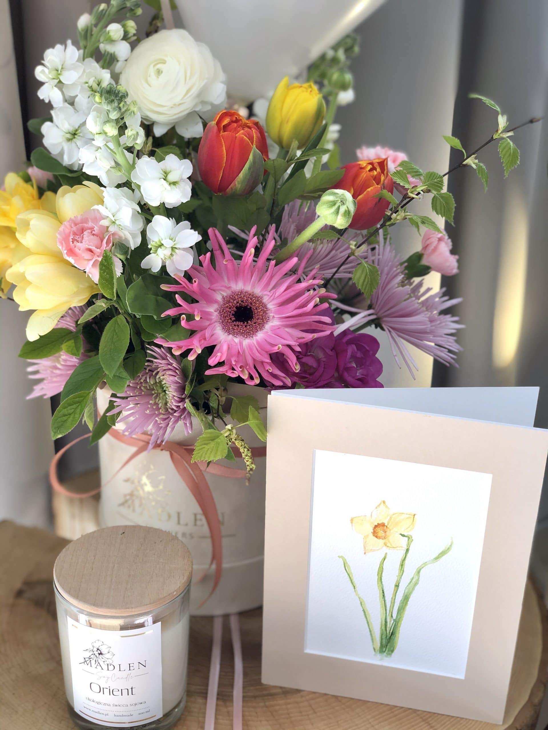 Zestaw urodzinowy – flowerbox kolorowy, kartka, balony, świeca